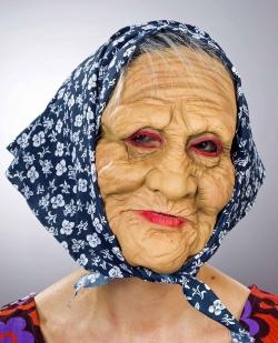 Latexmaske alte Frau mit Kopftuch
