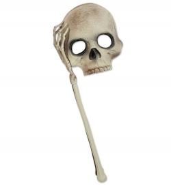 Totenkopfmaske mit Hand- und Armknochen
