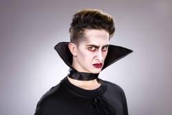 Dracula-/Stehkragen schwarz